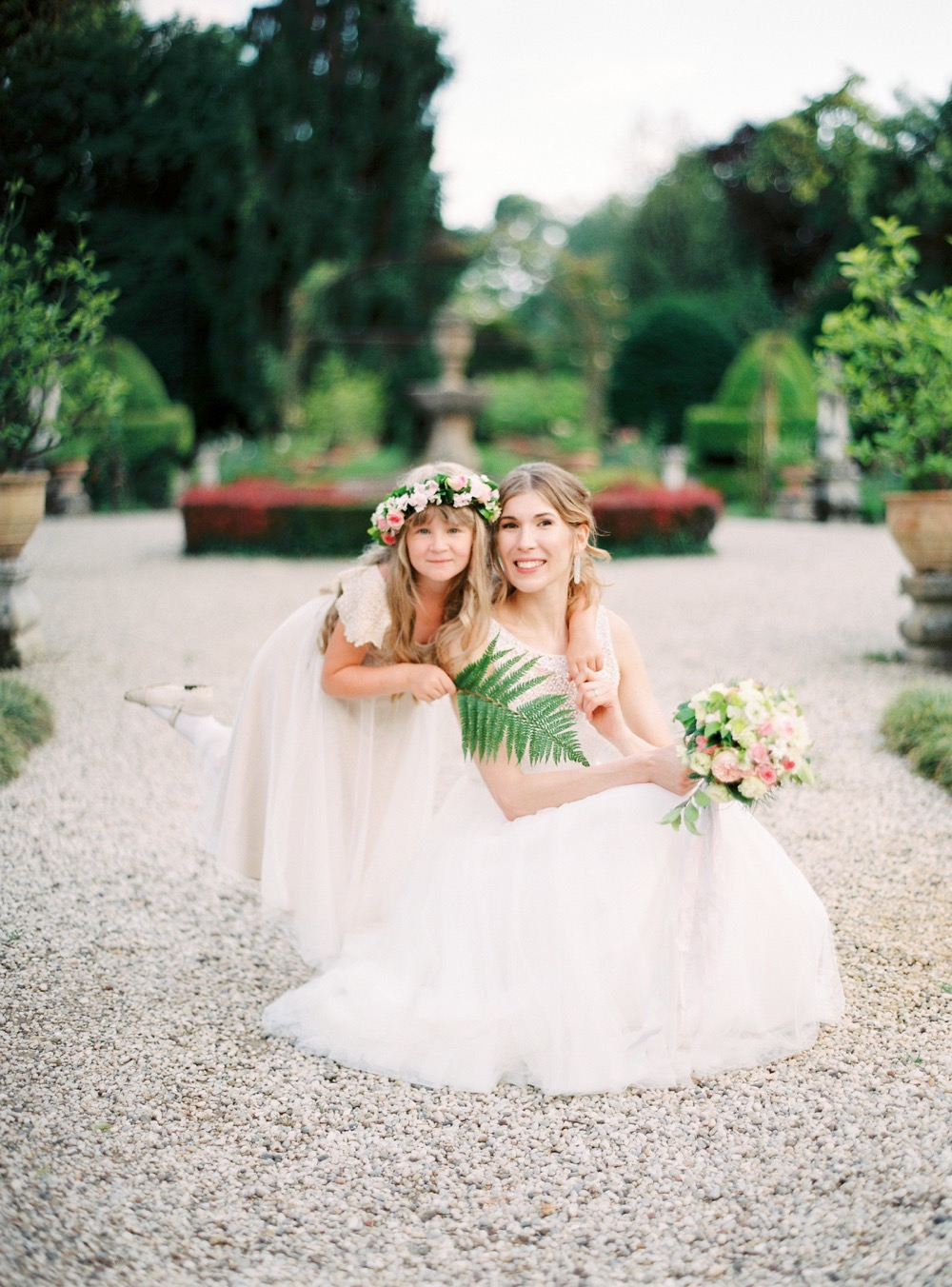 darya kamalova thecablookfotolab fine art film fhotographer in italy destination wedding como lake villa regina teodolinda villa pisani scalabrin-113