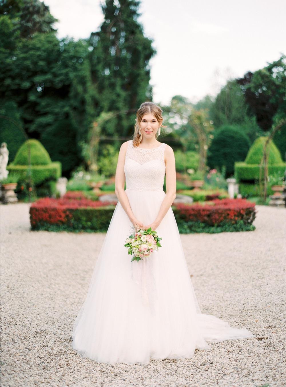 darya kamalova thecablookfotolab fine art film fhotographer in italy destination wedding como lake villa regina teodolinda villa pisani scalabrin-114