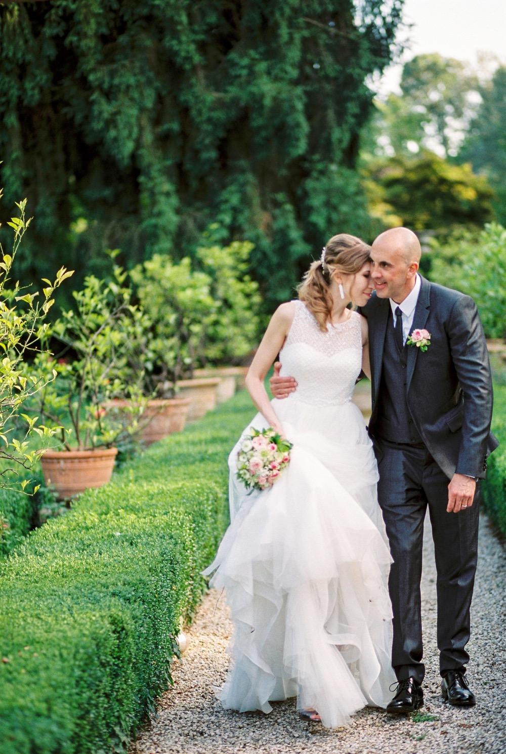 darya kamalova thecablookfotolab fine art film fhotographer in italy destination wedding como lake villa regina teodolinda villa pisani scalabrin-315