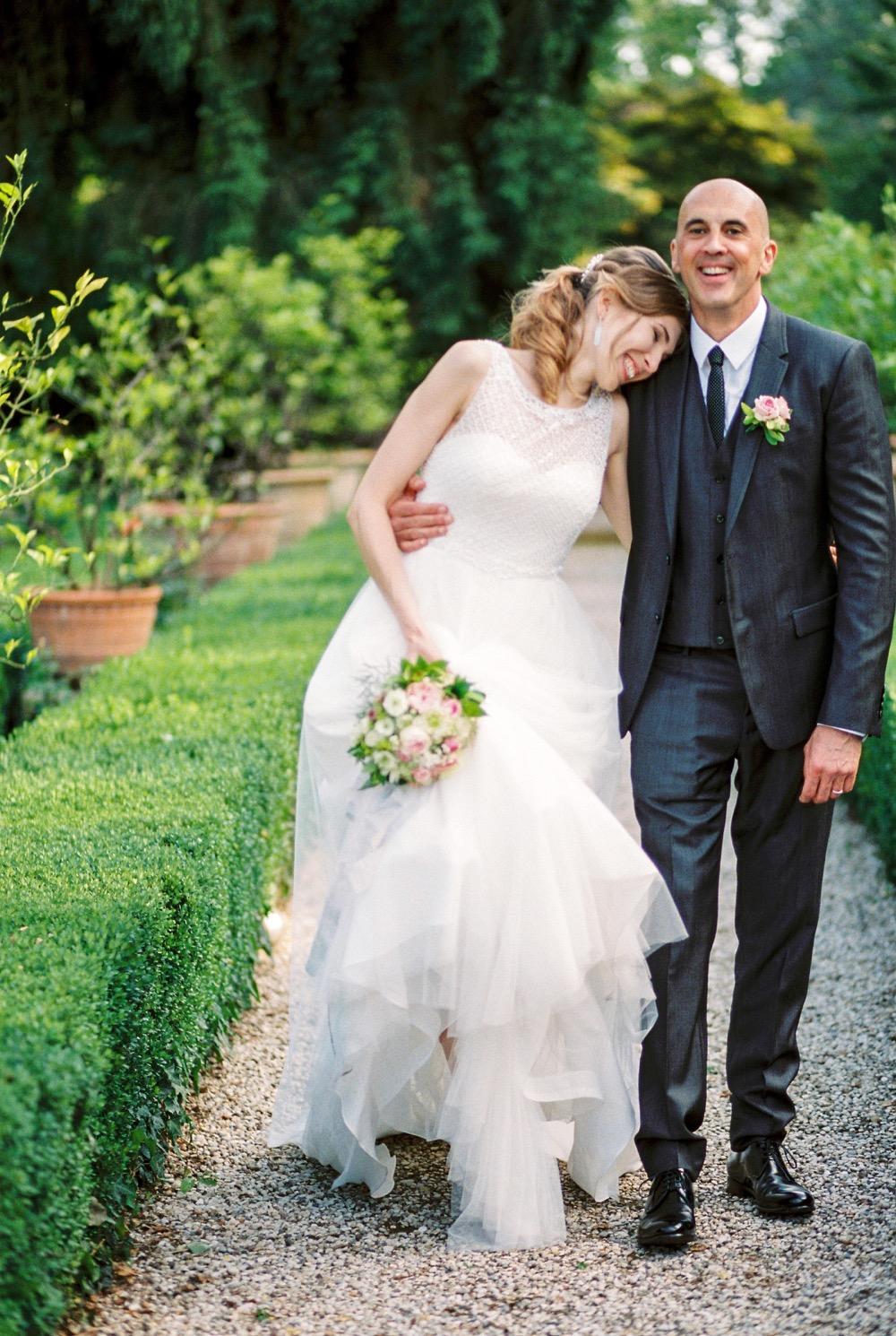 darya kamalova thecablookfotolab fine art film fhotographer in italy destination wedding como lake villa regina teodolinda villa pisani scalabrin-316